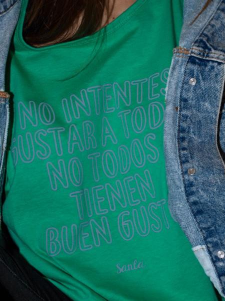 """Camiseta """"No intentes gustar a todos, no todos tienen buen gusto""""."""