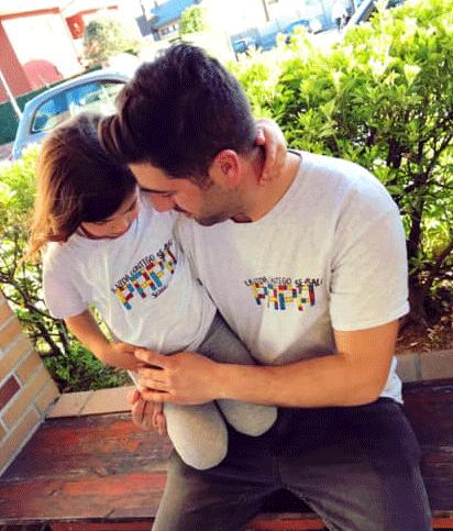 """Camiseta peque """"la vida contigo se sale papá""""."""
