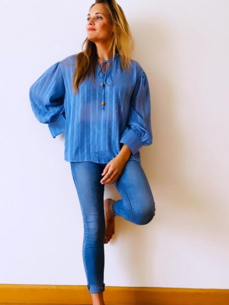 Blusa azul estilo plumeti