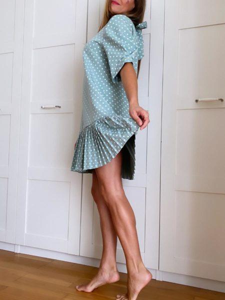 Vestido de lunares con falda plisada