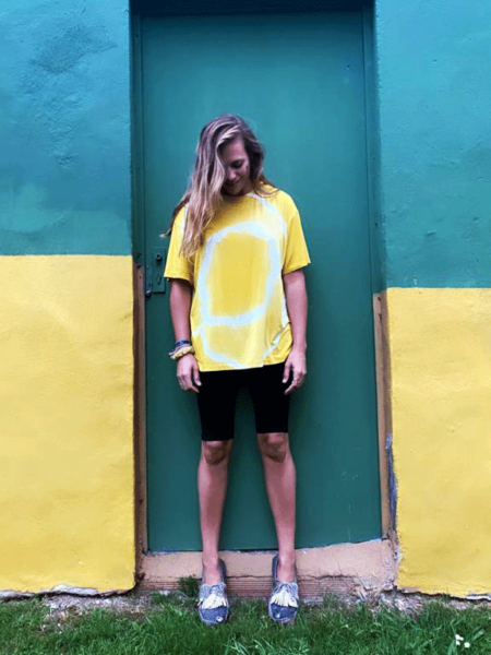 Camiseta amarilla tie dye